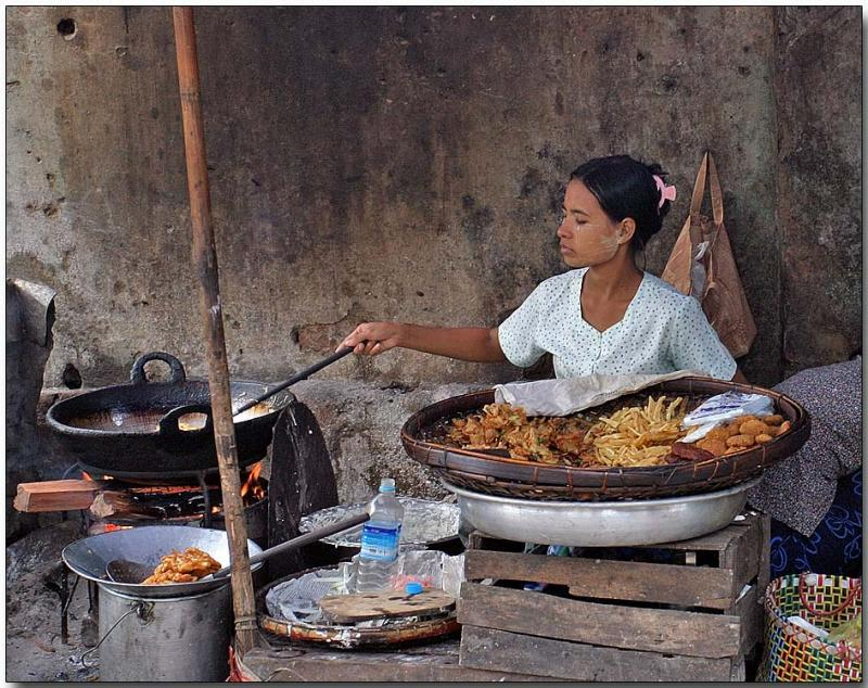 Local dinner - Hledan Market, Yangon