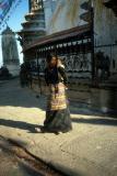 temples015_stupa+woman+baby.jpg