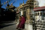 temples020_stupa+monks.jpg
