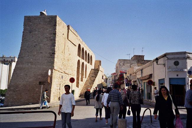 Massive Medina wall, Sousee