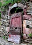 Off the Hinges in Conques