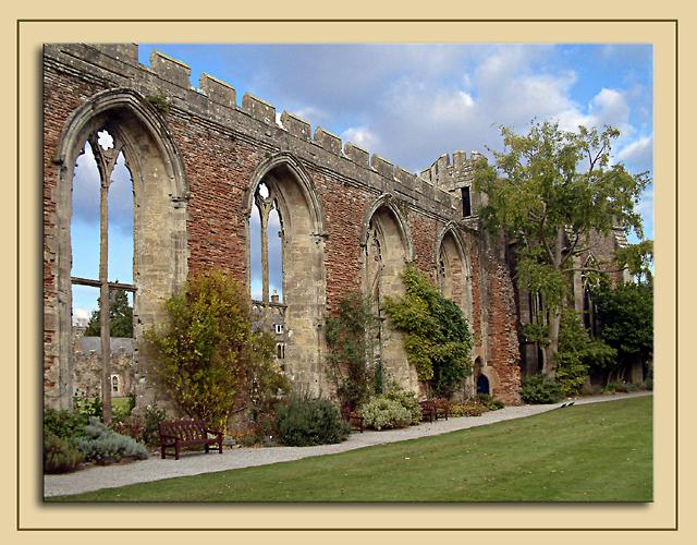 Palace ruins, Wells