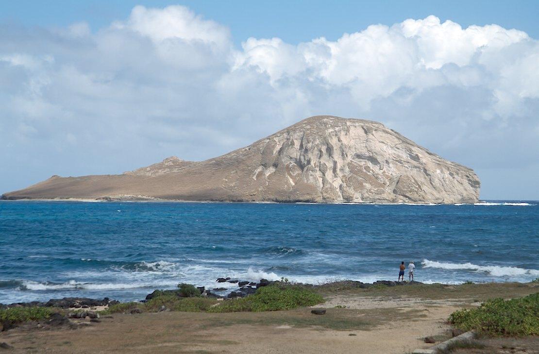 23-05 Manana Island closeup