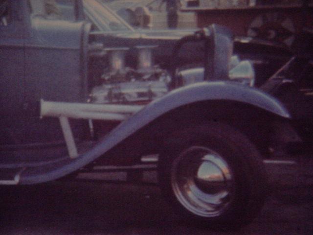 motor & headers on<br>Gary Rackliffes<br> blue 32 Ford roadster
