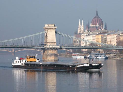 Boat, Chain Bridge and the Parliament