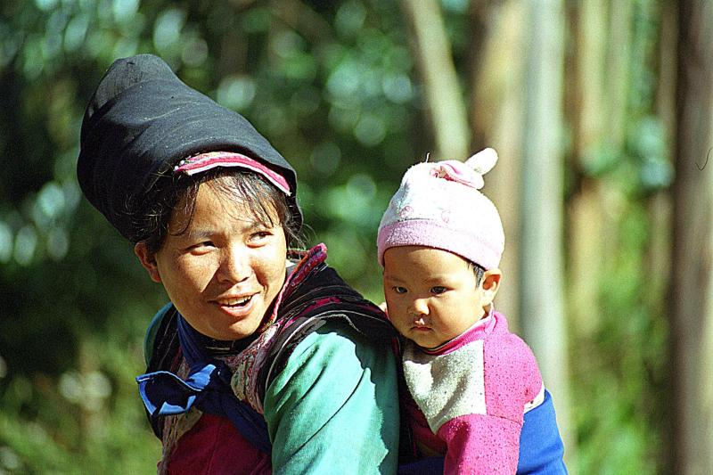Mother and child Yi.tif
