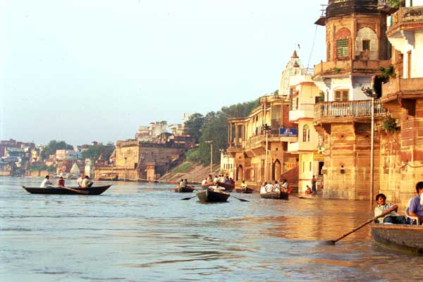 boats-on-the-Ganges