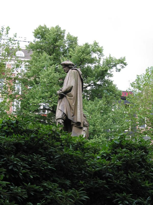 Rembrandts statue