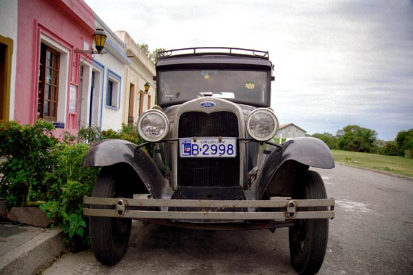 Well maintained old cars are common in Colonia