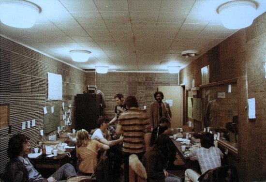 Marathon Phoneroom with Bob Brainen (at rear)