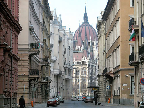 Akadémia Street