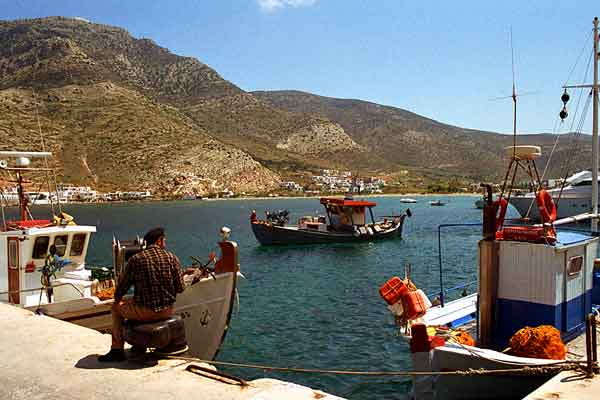 Fisherman-in-harbor-Sifnos.jpg