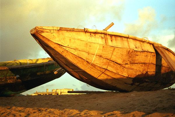 Fishing-boat-in-morning-light