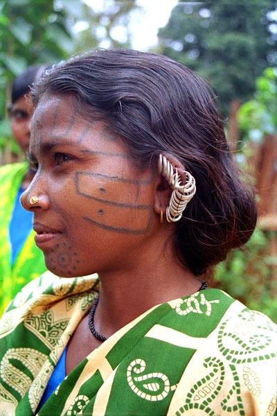 tattoed-woman-of-kutia-kond.jpg