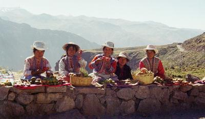 Fruit vendors at Condor Pass