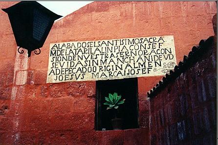 400 yr old square-block convent,  Translation at my <a href=http://andrys.com/peru5.html target=_blank><u>PhotoDiary</u></a>.