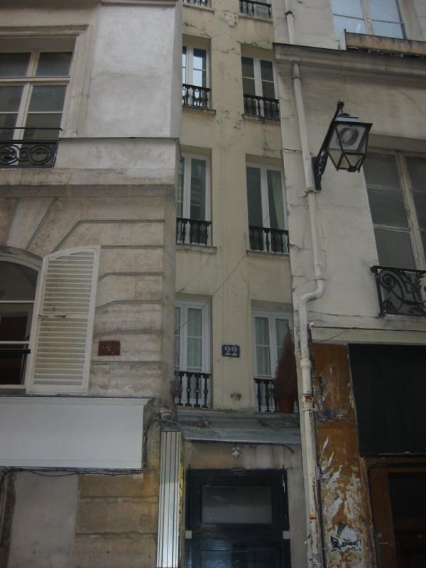 Narrowest building in Paris on Rue St-Severin // Paris