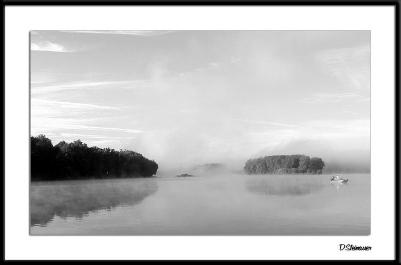 3/8/05 - Potomac Morning<br><font size=3>P7280015abwF Potomac-Boat.jpg</font>