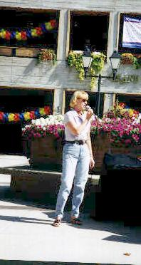Linda singing in front of the Opry
