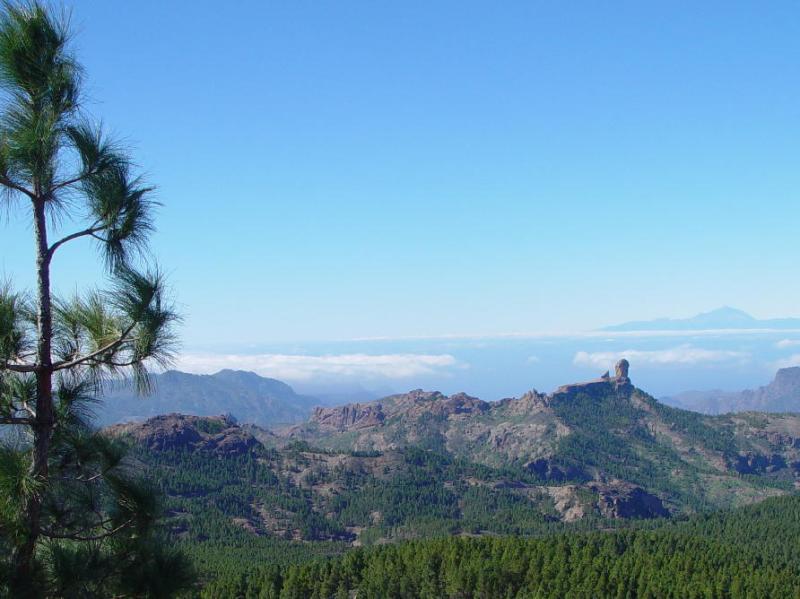 De Teide mountain on Tenerife 70 miles away