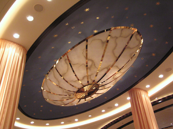 Ceiling in the dining room