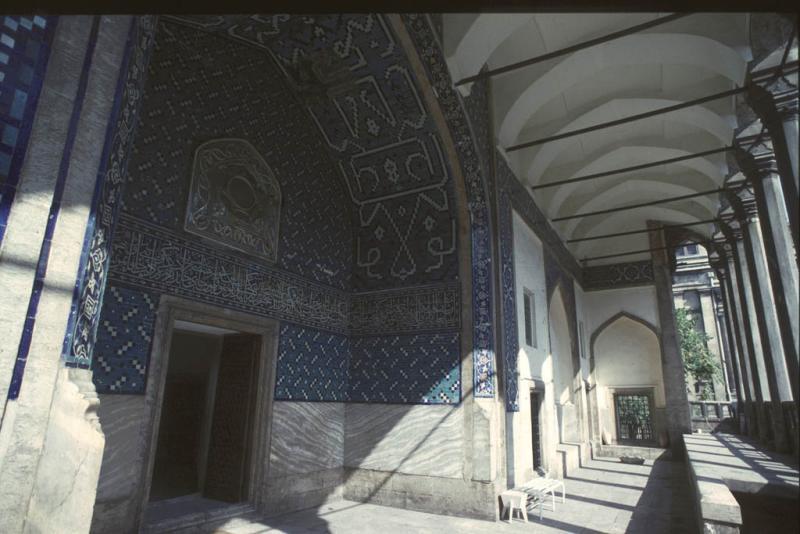 Cinili Kösk front hall
