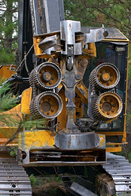 {Q-E}T3841 Cut to Length Machine.jpg