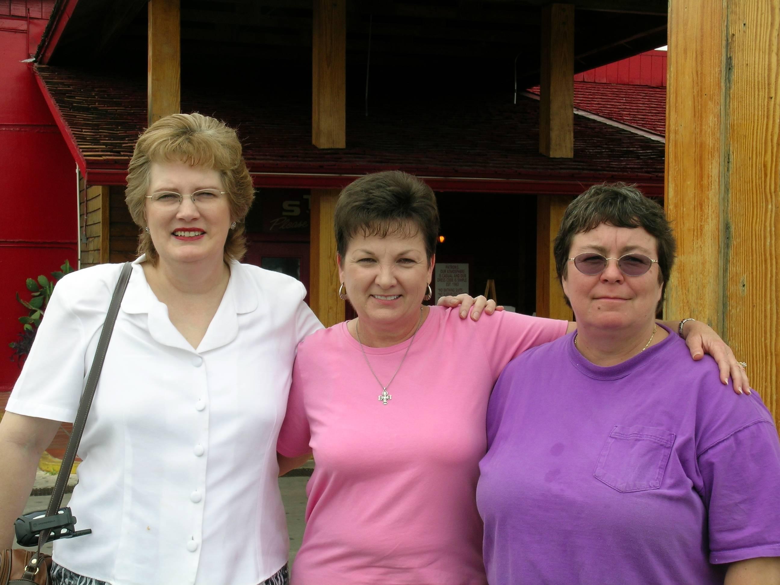 Marilyn , Betty  & Yvonne  in Tx-Aug-04