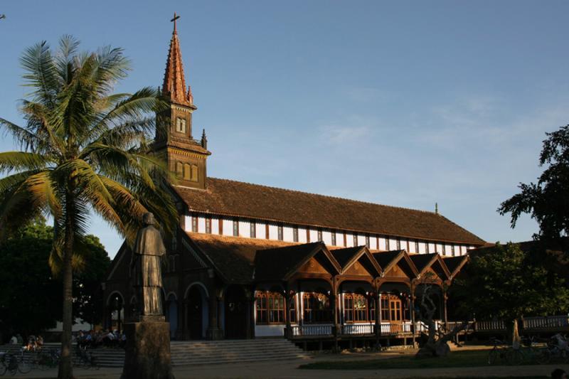 Kon Tum - Church