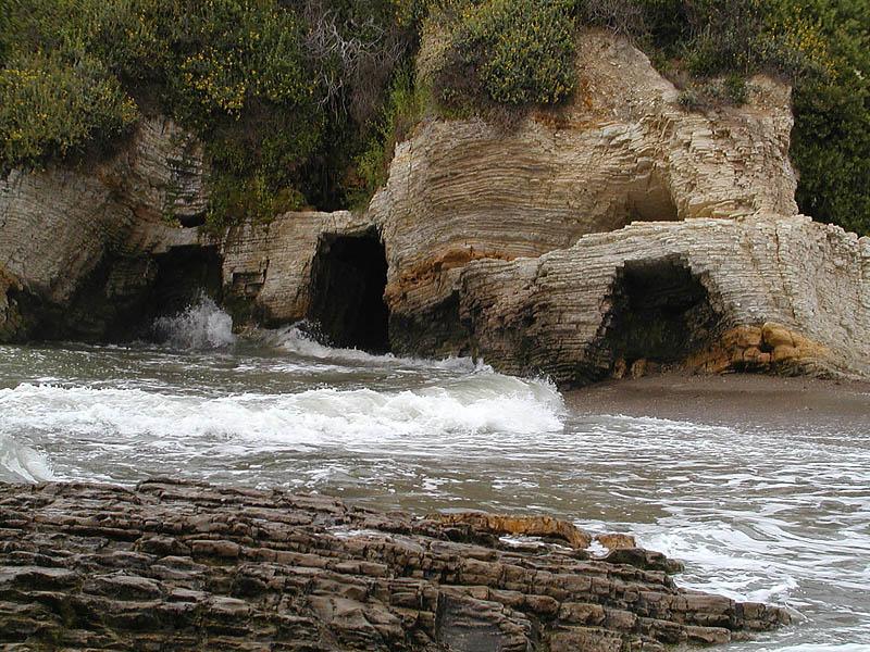 Montana de Oro caves