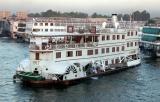Mouvements de bateaux près des écluses d'Esna