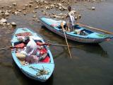 Vendeurs devant notre bateau le Lady Diana