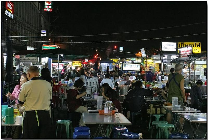 Evening food stalls along Chaiyapoom Rd.