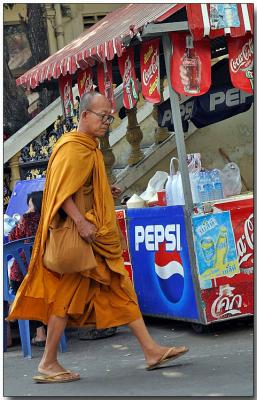 Monk on the move - Traimit Witthayaram Temple, Bangkok