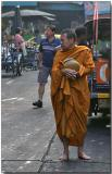 Monk waitng for breakfast - Bangrak, Bangkok
