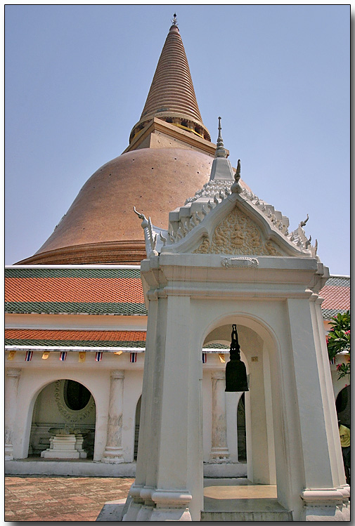Prapatom Chedi - Near Damnoen Saduak, Thailand