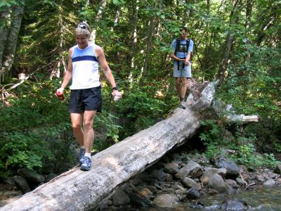 Marlis & Tim cross the log