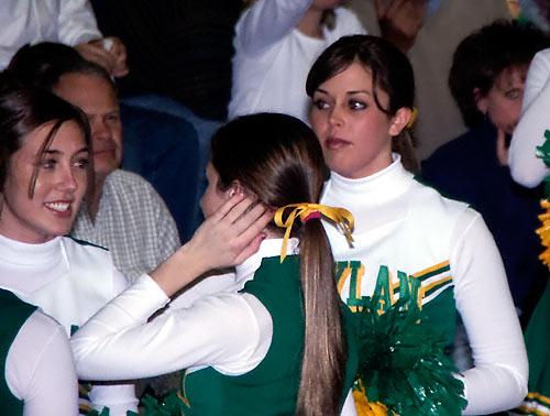 1051-cheerleaders.jpg