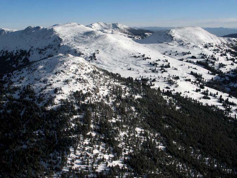 Horseshoe Basin, View NE Past Rock Mt & Louden Lk (HorseshoeBasin02150503adj.jpg)