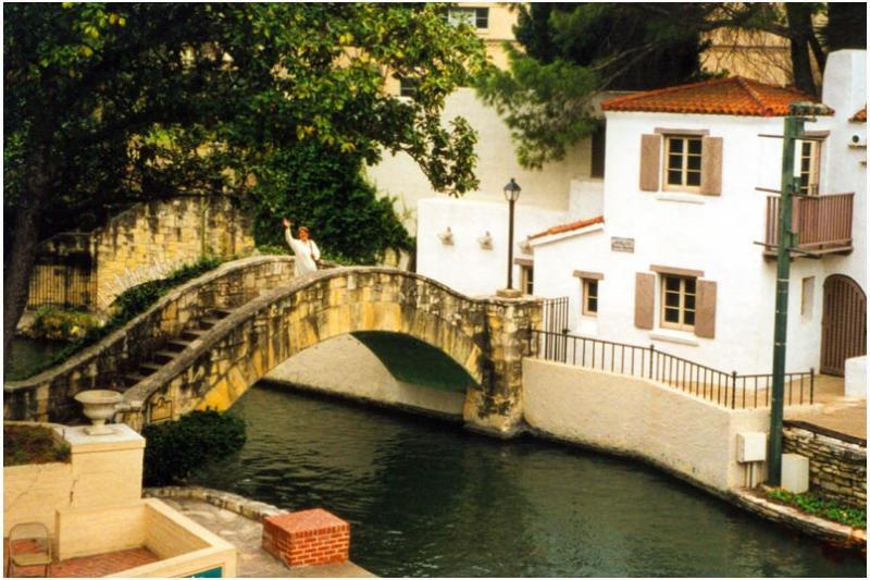 San Antonio - bridge to La Villita
