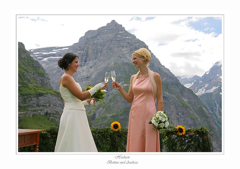 Braut und Brautführerin