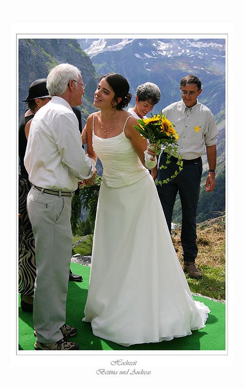 Küsschen für den Vater des Bräutigam