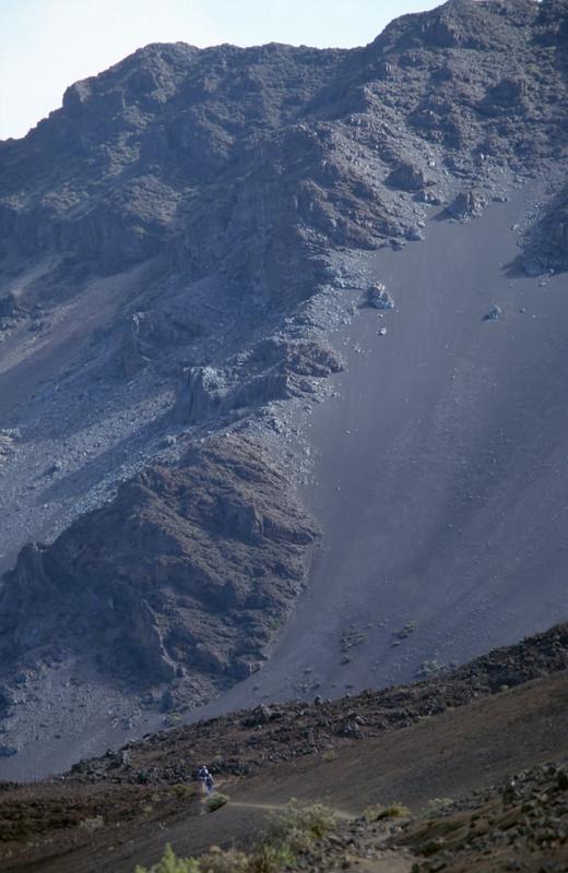 28-Hiker below Kumuiliahi Ridge