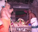 Srimath Azhagiyasingar performing mangaLAsanam to SrI Ahobila Nrusimhan