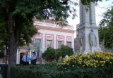Das Rathaus Sevillas, auch mit zwei Menschen bei einer Diskussion davor DSCF0008.jpg