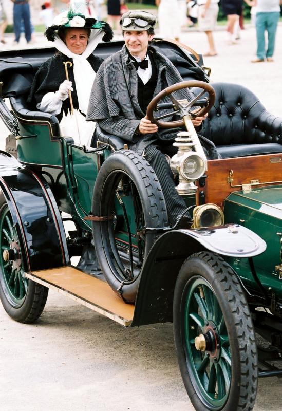 Défilé délégance de voitures de collection - Old cars exhibition