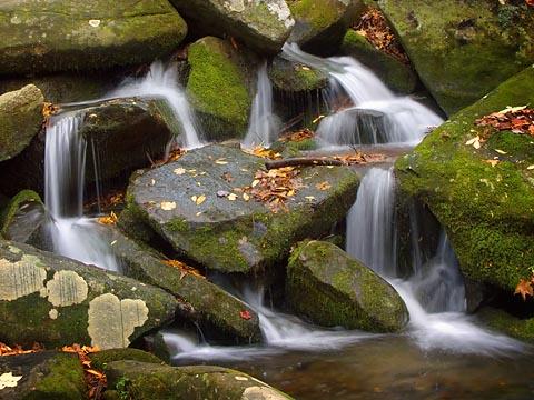 Roadside Waterfall 6453