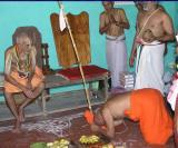 Sri Ranyapriya swAmi paying obeisance to SrImath paRavakkOttai ANdavan