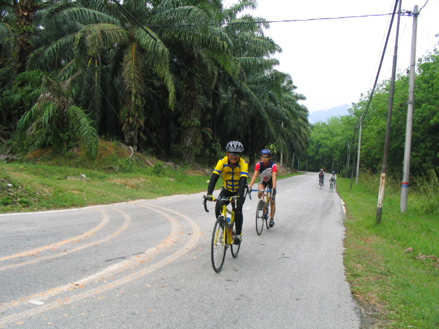 Ahmad Ramli pulling younger riders (Form 4)