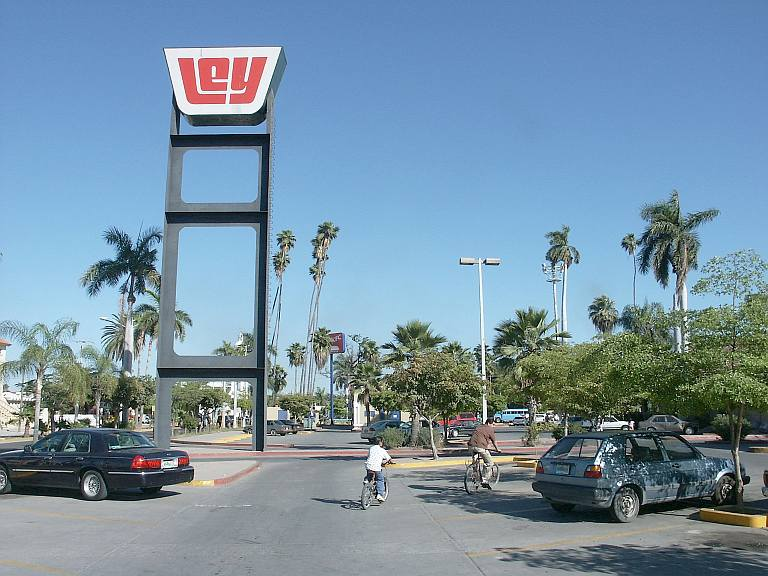 2662 KFC and cell tower, Los Mochis.jpg